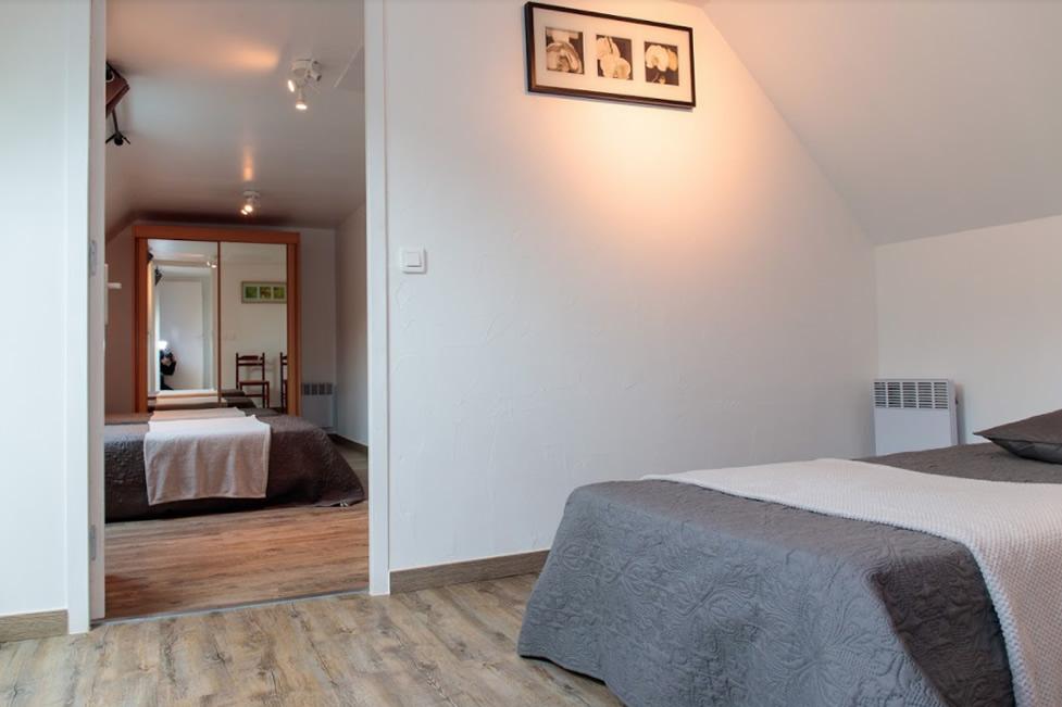 Chambre 7 – Lit simple et salle d\'eau commune – 2ème Etage | Moulin ...